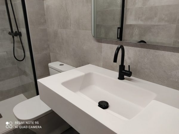 Detall lavabo material solid-surface